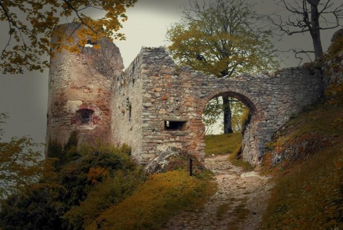 Le château de Ferrette © French Moments