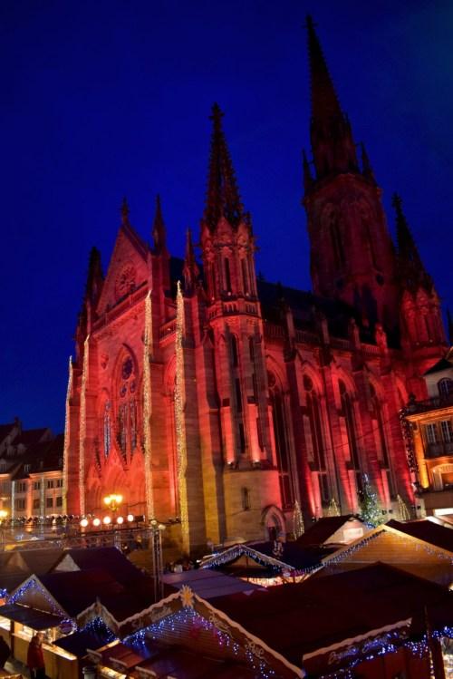 Le Temple Saint-Etienne de Mulhouse pendant le marché de Noël © French Moments