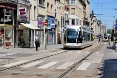 La rue Saint-Jean à Nancy et le tramway © French Moments