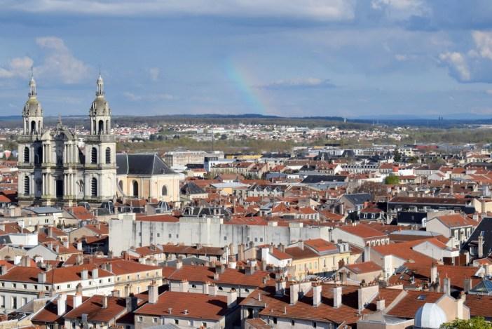 Nancy-Metz - Les toits de Nancy, la cathédrale et au loin, les Vosges © French Moments