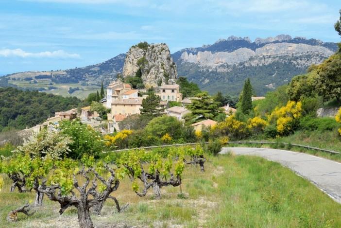 France d'antan - La Roque Alric et les Dentelles de Montmirail © French Moments