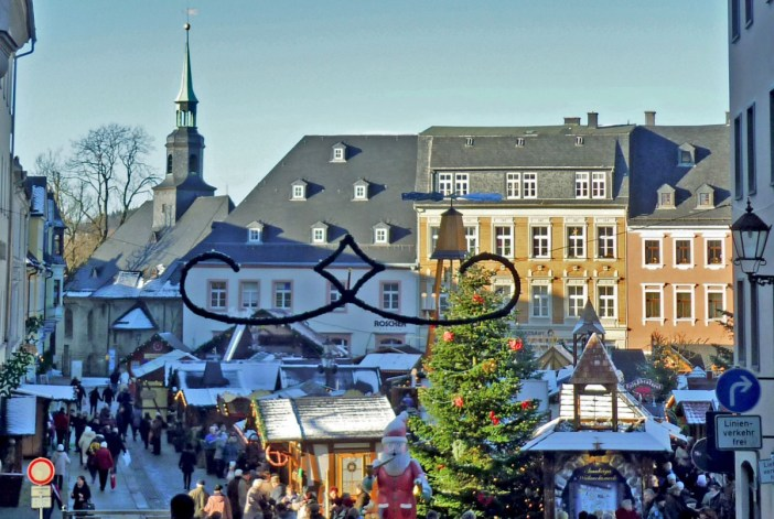 Au marché de Noël d'Annaberg (Allemagne) © SchiDD - licence [CC BY-SA 4.0] from Wikimedia Commons