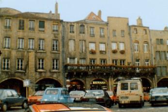 La place Saint-Louis au début des années 1980 © Pierre Guernier
