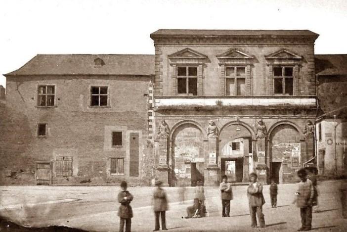 La façade Côté Ville de la porte Saint Jean