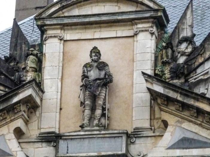 Le duc Charles III sur la porte de la Citadelle © French Moments