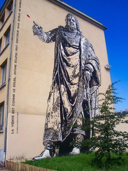 Le Street-Art de Stanislas en face de la porte Sainte-Catherine © French Moments