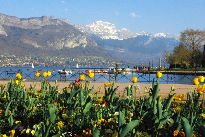 La Tournette au printemps vue d'Annecy © French Moments