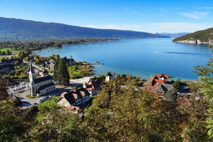Vue autour du lac d'Annecy depuis le Belvédère © French Moments