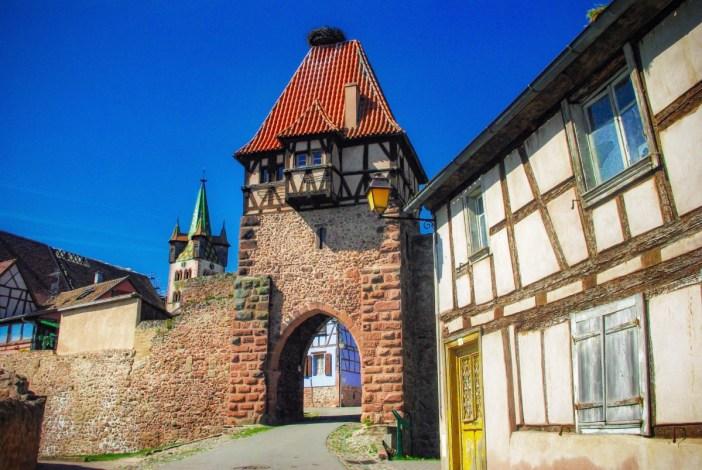 Autour de Strasbourg - la porte des Sorcières à Châtenois © French Moments