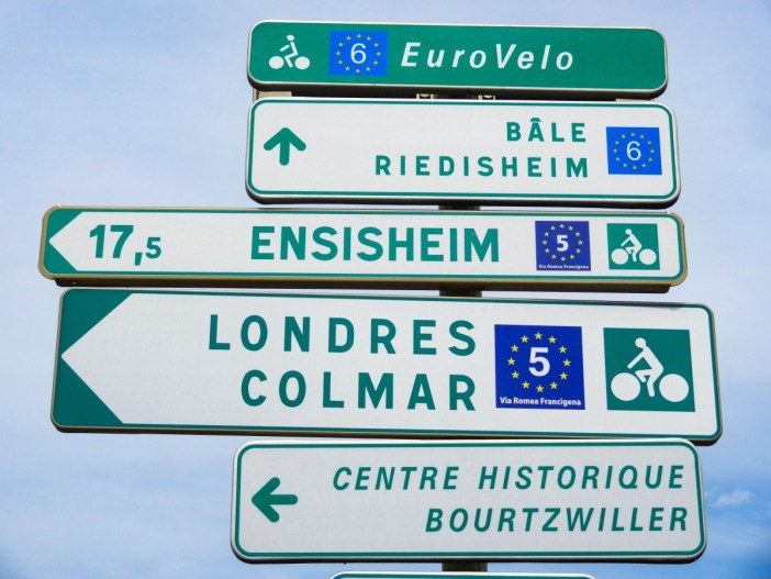 Panneau de l'EuroVelo 5 et 6 à Mulhouse © MlibFR - licence [CC BY-SA 4.0] from Wikimedia Commons
