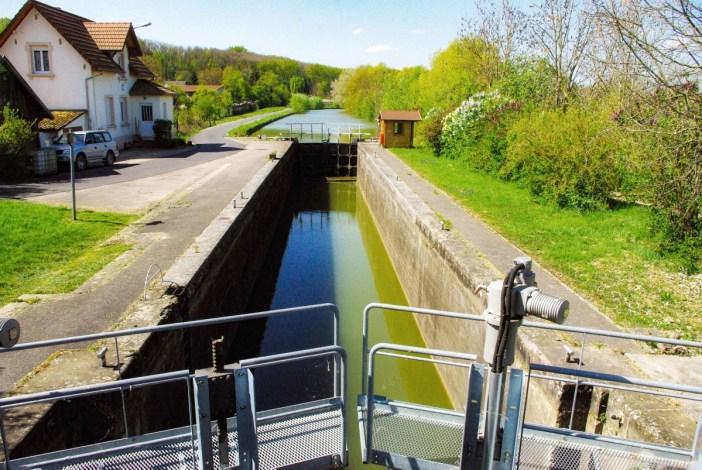Ecluse sur le Canal du Rhône au Rhin © French Moments