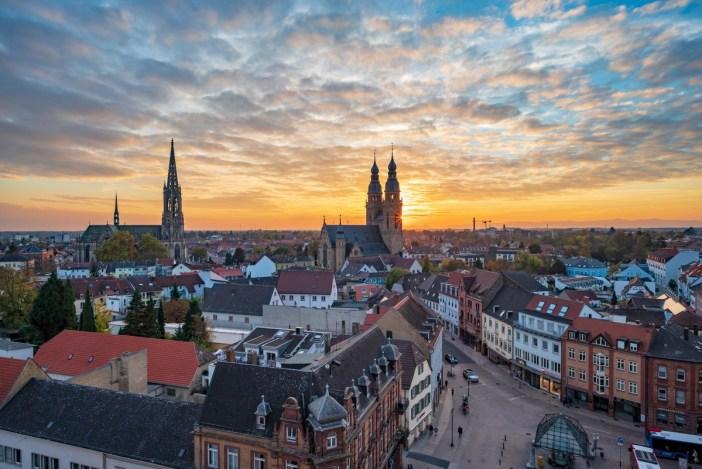La Gedächtniskirche et la Josephskirche vues de l'Altpörtel © Roman Eisele - licence [CC BY-SA 4.0] from Wikimedia Commons