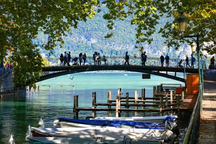 Visiter Annecy : Le Pont des Amours © French Moments