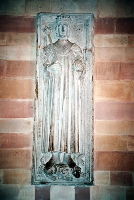 La dalle funéraire de Rodolphe de Habsbourg dans la crypte du Kaiserdom © French Moments
