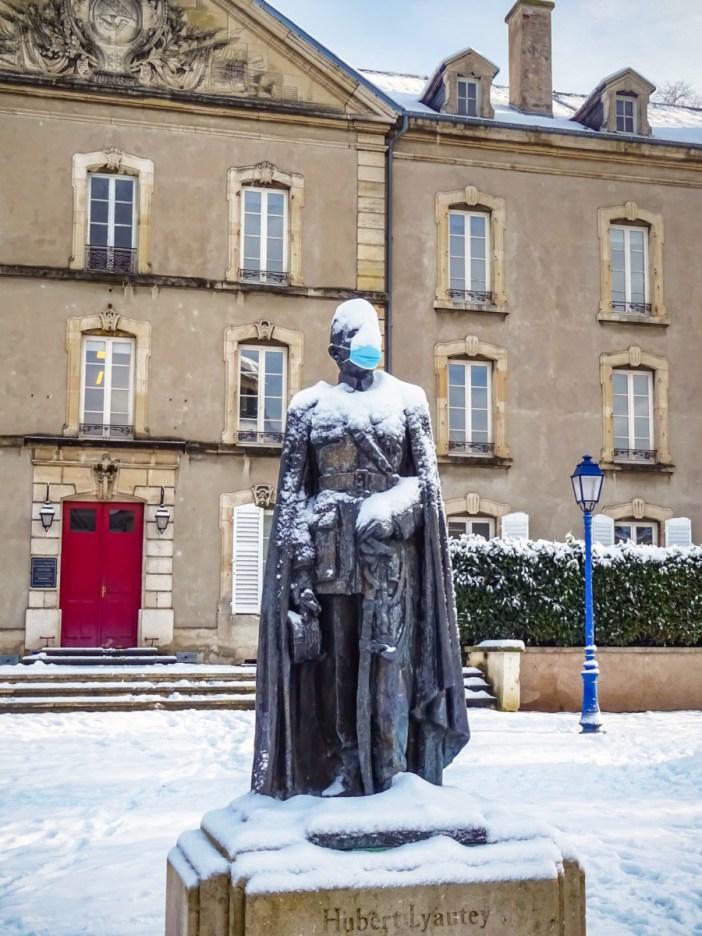 Le maréchal Lyautey sous la neige et... masqué ! © French Moments