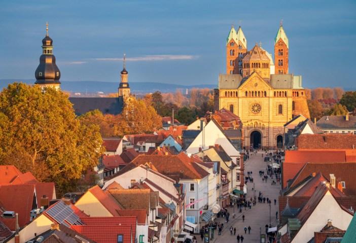 La cathédrale de Spire vue de l'Altpörtel de Spire © Roman Eisele - licence [CC BY-SA 4.0] from Wikimedia Commons