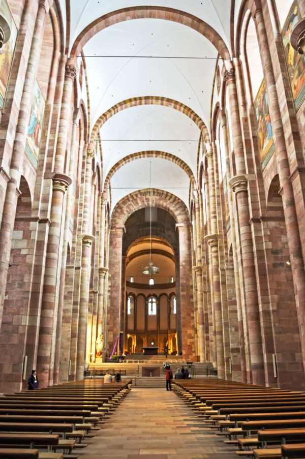La nef du Kaiserdom © DerHexer - licence [CC BY-SA 4.0] from Wikimedia Commons
