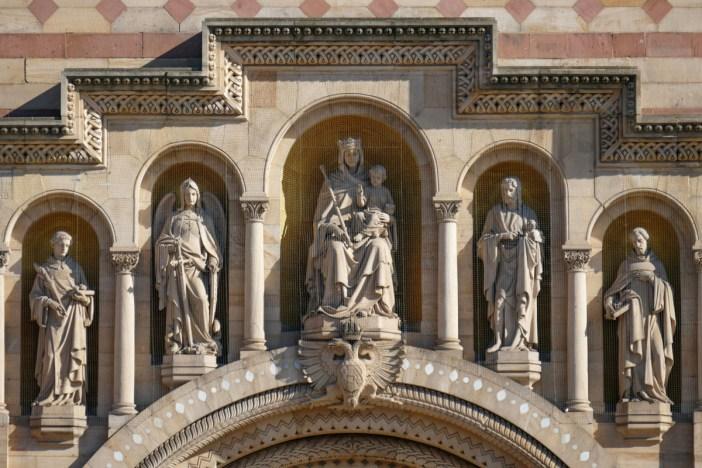 Les grandes statues de la façade occidentales © Hermann Luyken - licence [CC0] from Wikimedia Commons
