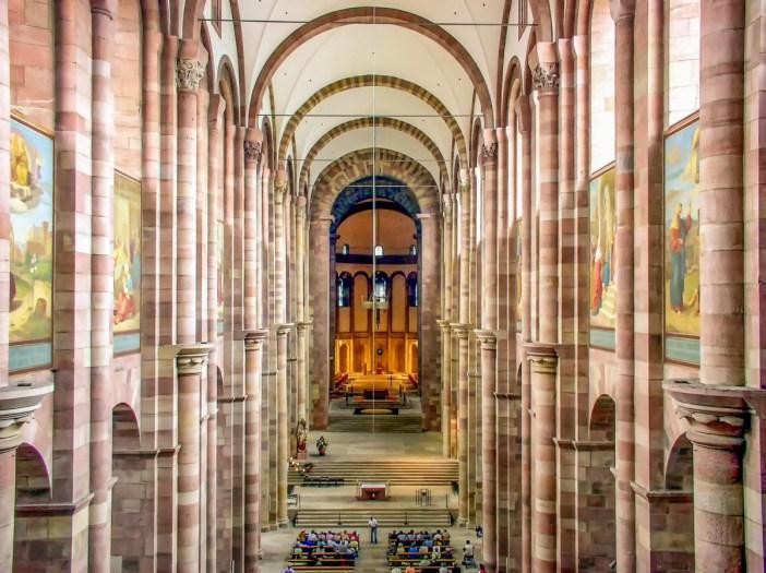 La nef de la cathédrale de Spire © TeKaBe - licence [CC BY-SA 4.0] from Wikimedia Commons