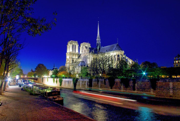 Notre-Dame de Paris by night © French Moments