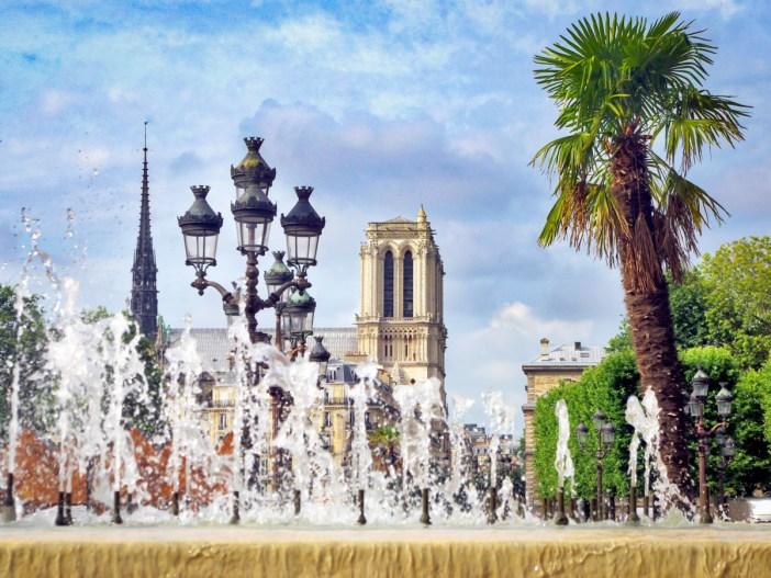 Place de l'hôtel de ville, Paris © French Moments
