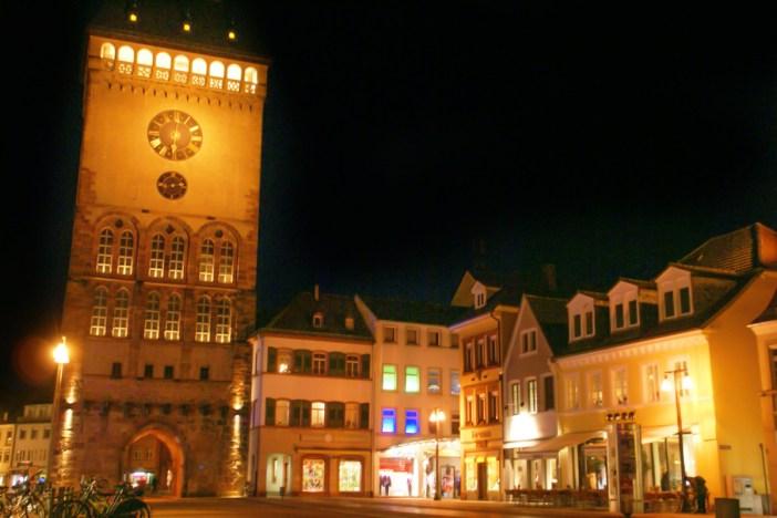 L'Altpörtel de Spire la nuit. Photo : Hermann Luyken (Public Domain)