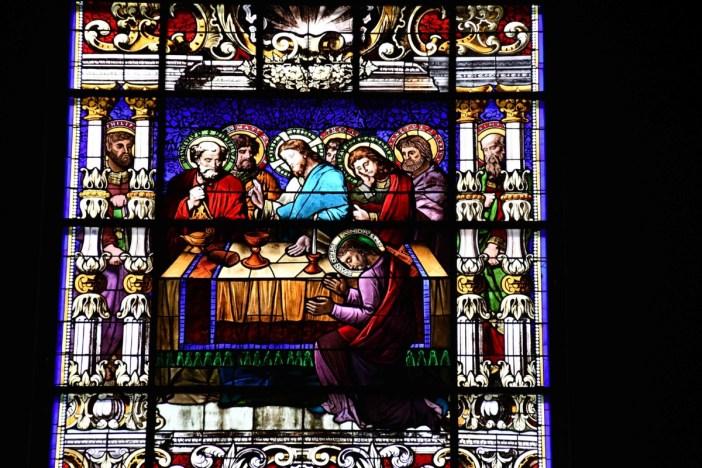 Eglise Notre-Dame - Vitrail de la Cène © French Moments