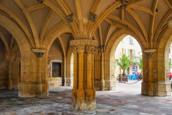Arcades du Palais de la Régence © French Moments