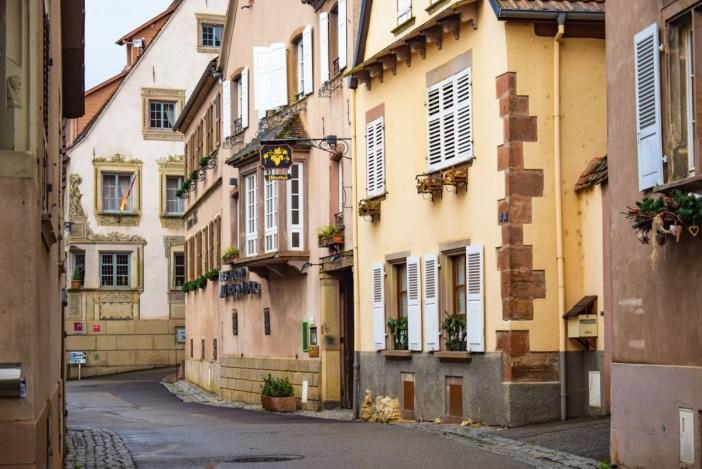 Maisons dans la rue Principale © French Moments