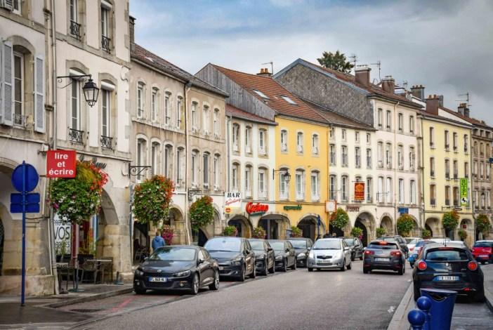 Les arcades de la Grand-Rue © French Moments