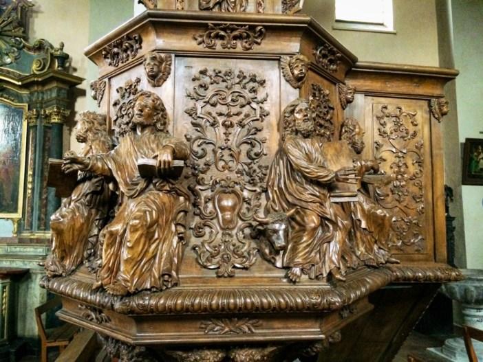 Détail de la chaire à prêcher de l'église © French Moments
