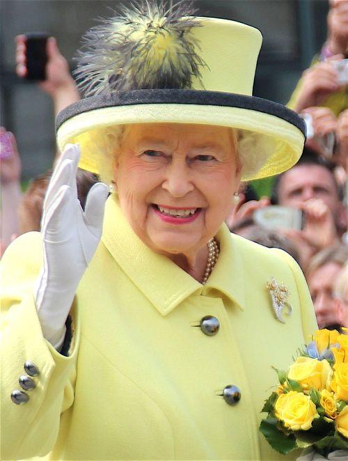 Elizabeth II en 2015 © PolizeiBerlin - licence [CC BY-SA 4.0] from Wikimedia Commons