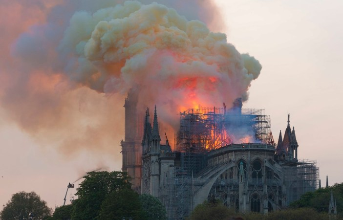 L'incendie de Notre-Dame de Paris © GodefroyParis - licence [CC BY-SA 4.0] from Wikimedia Commons