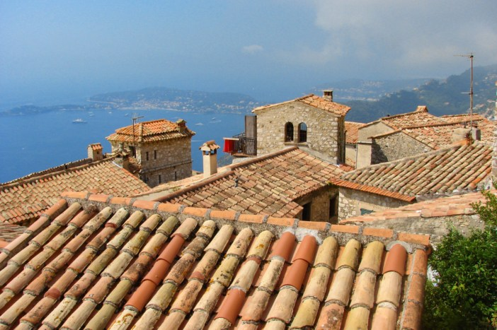 Les toits d'Eze © avu-edm - licence [CC BY 3.0] from Wikimedia Commons