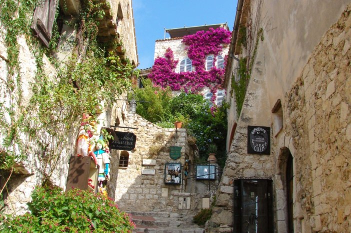 Rue Principale - Eze © avu-edm - licence [CC BY 3.0] from Wikimedia Commons