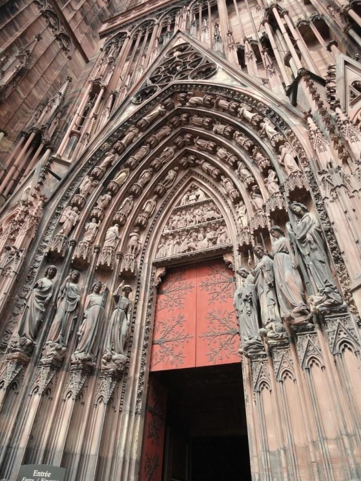 Façade de la cathédrale de Strasbourg - portail de gauche © Damien - strasbourg_cathedrale_6 - licence [CC BY-SA 2.0] from Wikimedia Commons