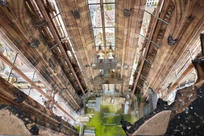 A l'intérieur de la tour nord © Paralacre - licence [CC BY-SA 3.0] from Wikimedia Commons