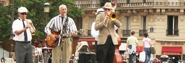 Musicien en concert dans la rue