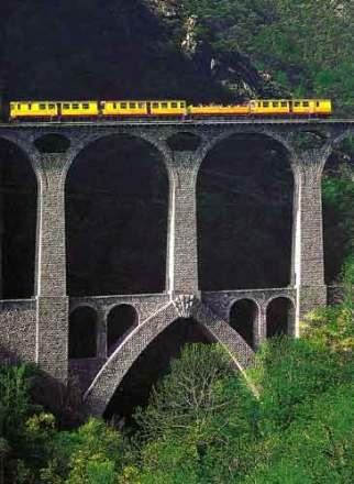 Petit train jaune de Cerdagne : un train touristique au coeur des Pyrénées 1