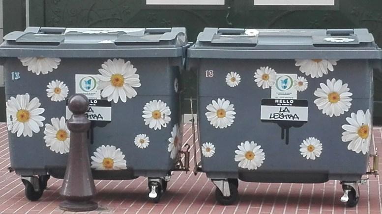 Monaco, Cassonetti decorati con i fiori per il riciclo a Monte Carlo, un tocco glamour anche nella raccolta dei rifiuti
