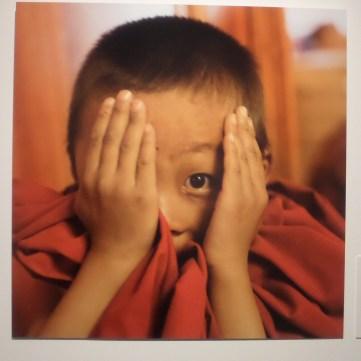 """Una delle opere della mostra fotografica del monaco buddista Matthieu Ricard a Monte Carlo """"Un demi-siècle dans l'Himalaya : un hymne à la beauté"""""""