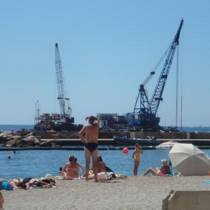I lavori in corso per l'estensione all'Anse du Portier a Montecarlo fotografati quest'estate