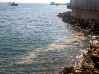 Chiazza d'idrocarburi isolata e stabilizzata a Monte Carlo