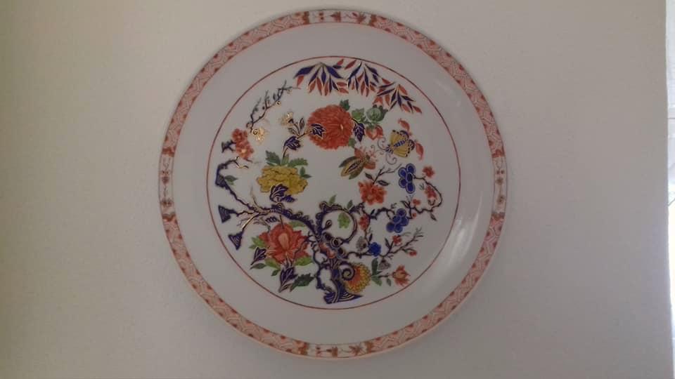 Paola Zusi De Benedictis: nelle sue Porcellane il Sole della Costa Azzurra e i Ricordi d'Oriente