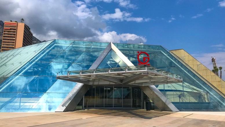 20 Anni del Grimaldi Forum: Due Mostre in Previsione e il Catalogo su Monaco e l'Automobile Disponibile per il Pubblico