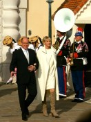 Prince Albert and Princess Charlene on the Square to greet the Monegasques @CelinaLafuenteDeLavotha
