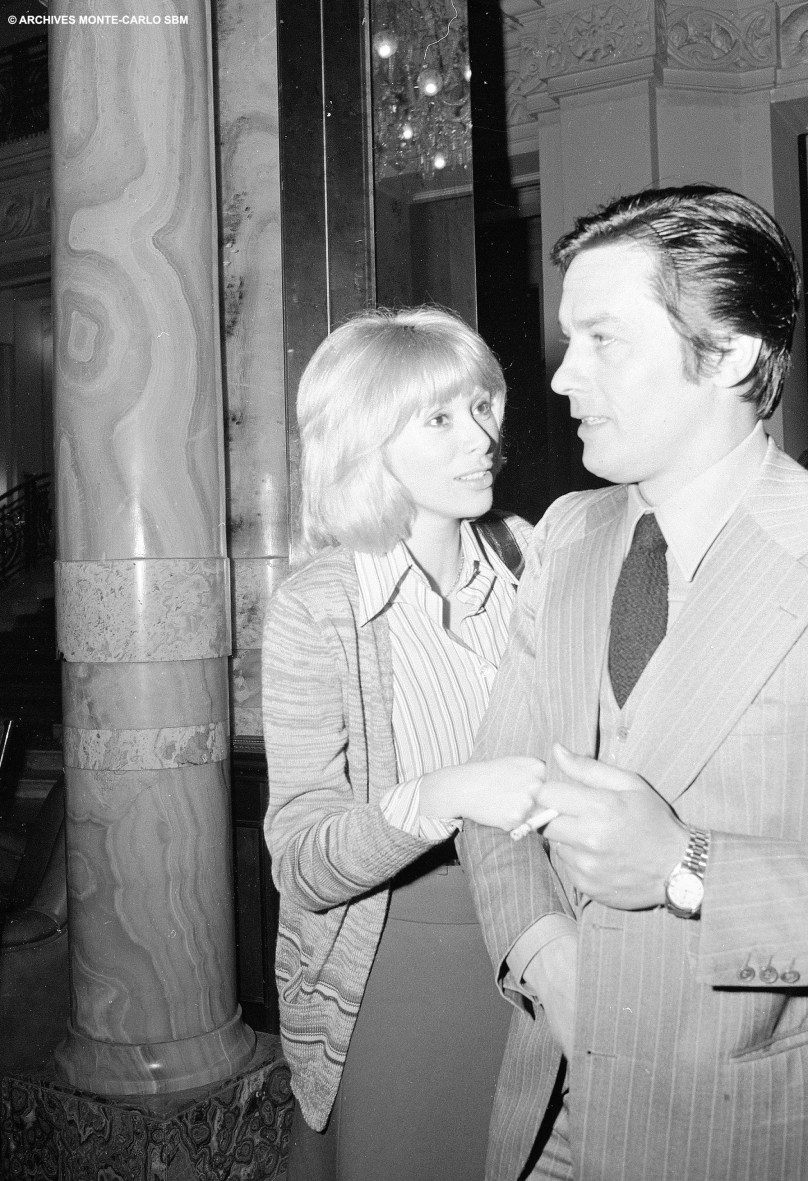 Mireille Darc and Alain Delon in the lobby of the Hotel de Paris, 1974 @Archives Societe des Bains de Mer