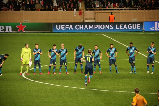 The Arsenal players lined up before the match @CelinaLafuenteDeLavotha