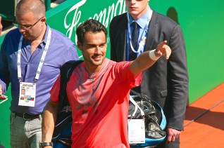 Fabio Fognini from Italy greeting his fans after winning the first round @CelinaLafuenteDeLavotha