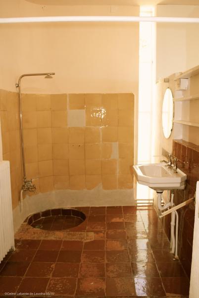 Shower room off the main room @CelinaLafuenteDeLavotha 05/15
